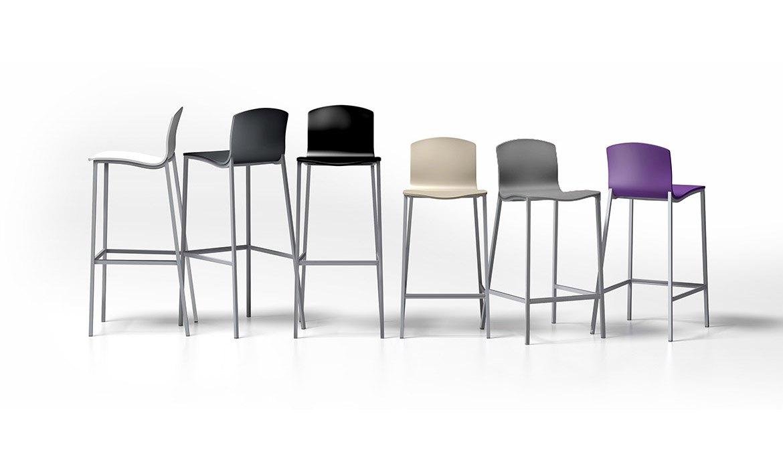 Mesas y sillas cocina y comedor taburetes altos y bajos for Taburetes diseno cocina